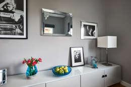 Galeria ścienna: styl , w kategorii Salon zaprojektowany przez Mhomestudio