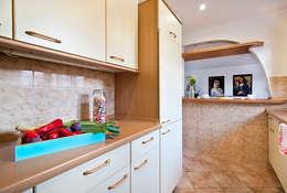 Kuchnia po: styl , w kategorii  zaprojektowany przez Mhomestudio