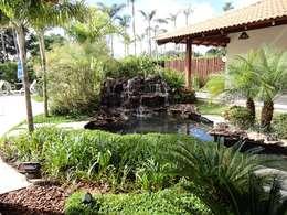 Jardines de estilo rural por Guilherme Elias Arquiteto