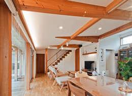 Ruang Keluarga by FrameWork設計事務所