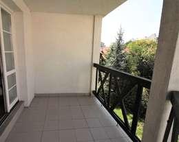 Balkon przed: styl , w kategorii  zaprojektowany przez Mhomestudio
