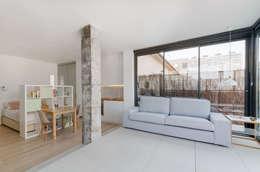 Salas de estilo minimalista por MIREIA PIQUÉ.........asesora, home personal shopper y personal shopper inmobiliario