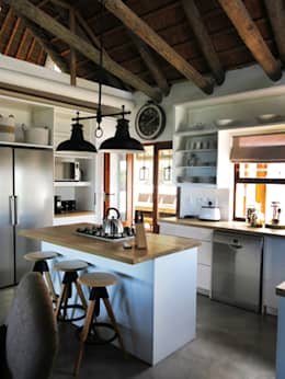 Kleinbos: rustic Kitchen by Full Circle Design