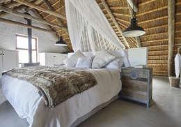 Kleinbos: rustic Bedroom by Full Circle Design