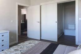Dormitorio en casa prefabricada Cube 75: Dormitorios de estilo moderno de Casas Cube