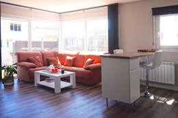 Salón en casa prefabricada Cube 75: Salones de estilo moderno de Casas Cube
