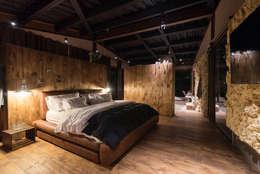 Alcoba principal: Habitaciones de estilo rural por OPUS