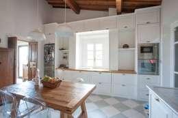 Firenze: Cucina in stile in stile Rustico di Falegnameria Grelli Danilo