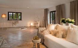 غرفة المعيشة تنفيذ Langmayer Immobilien & Home Staging