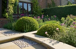 Arts and Crafts Inspired Front Garden: country Garden by Elks-Smith Landscape and Garden Design