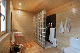 Baños de estilo minimalista de Rusticasa