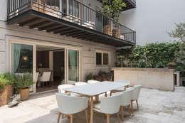 Jardines de estilo clásico por MAAD arquitectura y diseño