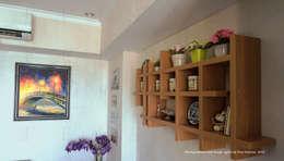 Multifunctional Modern Kitchen for Royal Mediterania Garden Residences Apartment: modern Living room by Flux Interior