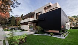 Fachada principal: Casas de estilo moderno por Lazza Arquitectos