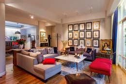 Salas de estar ecléticas por Weber Arquitectos