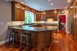 Bishop Medium Cherry Raised Panel Kitchen: classic Kitchen by Main Line Kitchen Design