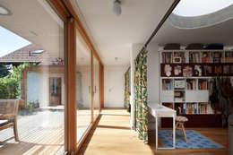 Haus SD: moderner Flur, Diele & Treppenhaus von illichmann-architecture