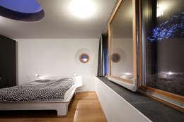 Haus SD: moderne Schlafzimmer von illichmann-architecture