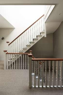 Stairway:  Corridor & hallway by Fraher Architects Ltd