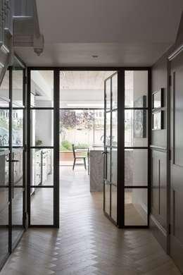 Hành lang by Fraher Architects Ltd