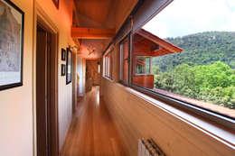 Corridor and hallway by Rusticasa