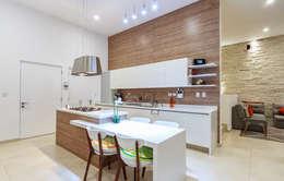 Cozinhas modernas por SANTIAGO PARDO ARQUITECTO