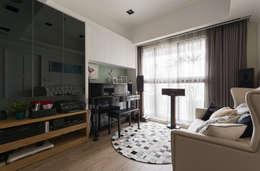 歡樂時刻 Leisure:  客廳 by 耀昀創意設計有限公司/Alfonso Ideas