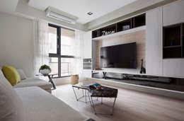 Phòng khách by 耀昀創意設計有限公司/Alfonso Ideas