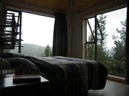 CASA SWAST: Dormitorios de estilo moderno por aaaaaa