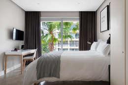 WATERFRON STAY_GULMARN APARTMENTS: scandinavian Bedroom by MINC DESIGN STUDIO