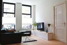 Livings de estilo escandinavo por Atelier09