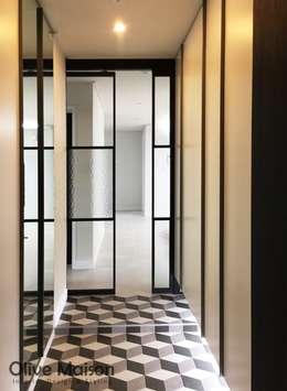성동구 옥수동 삼성래미안 44평형: Olive Maison의  현관 & 계단 & 복도