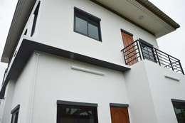 Casas de estilo moderno por Add-con Architect