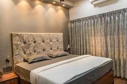 Rishi Villa - Pune: modern Bedroom by Aesthetica