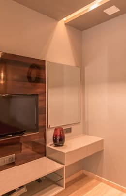 Rishi Villa - Pune: modern Study/office by Aesthetica