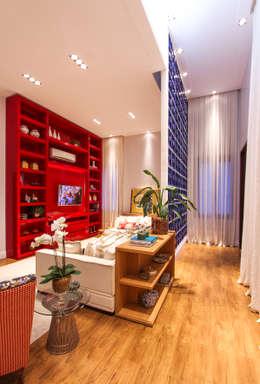 Salas / recibidores de estilo moderno por Pavesi Arquitetura