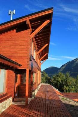 Vista: Casas de estilo rústico por Knudsen Taddeo Arquitectura