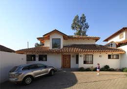 Casa B: Casas de estilo colonial por Carvallo & Asociados Arquitectos