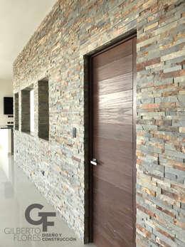 Muro Sala - Comedor: Paredes de estilo  por GF ARQUITECTOS