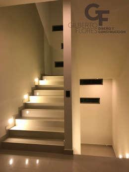 Escalera: Pasillos y recibidores de estilo  por GF ARQUITECTOS