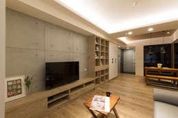 scandinavian Living room by 淳睦設計‧系統家具