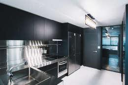Mr.Park APT - 아파트 인테리어: 므나 디자인 스튜디오의  주방