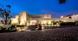 Hacienda del Pedregal: Casas de estilo moderno por Sobrado + Ugalde Arquitectos