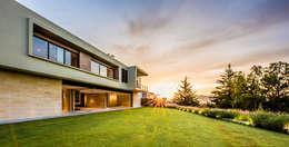 บ้านและที่อยู่อาศัย by Sobrado + Ugalde Arquitectos