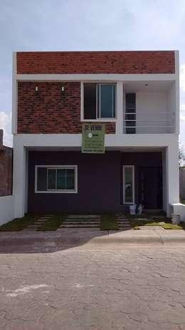 Balcones y terrazas de estilo  por + Ingenio Arquitectura y Diseño
