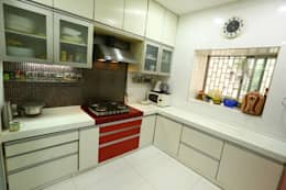 Basant Park - Chembur: modern Kitchen by Aesthetica