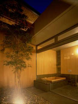 東谷山の住宅: アトリエ環 建築設計事務所が手掛けた浴室です。