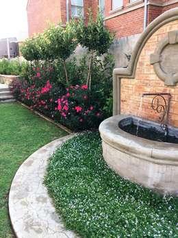 Jardines de estilo mediterráneo por Gorgeous Gardens