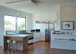 White Kitchen: modern Kitchen by Turquoise