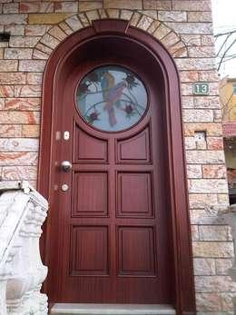 Puertas principales de estilo  por Erim Mobilya